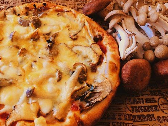 Shibata-machi, Japan: きのこたっぷり!チーズたっぷり!森のきのこピザ