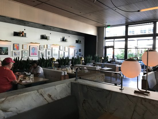 Marble Half Walls Picture Of Earls Kitchen Bar Plano