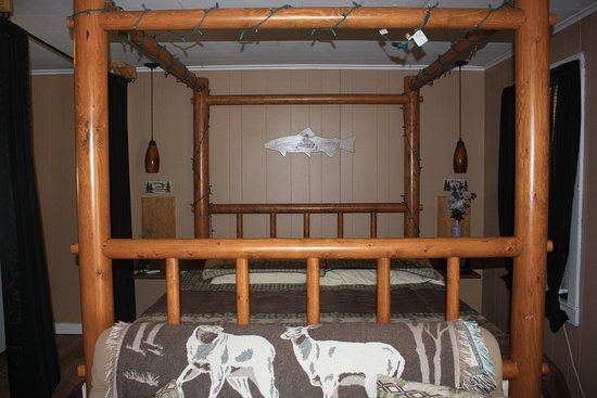 Twin Mountain, NH: romantic California king log canopy bed in the Mount Garfield cottage
