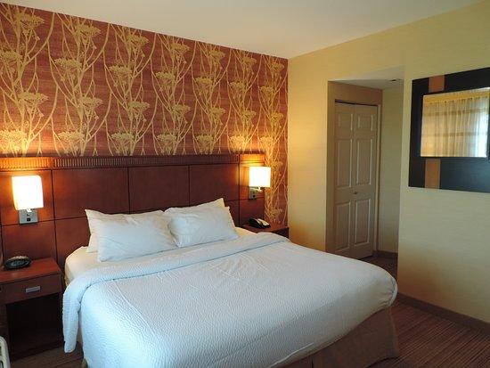 La Vista, NE: Suite 504 bedroom
