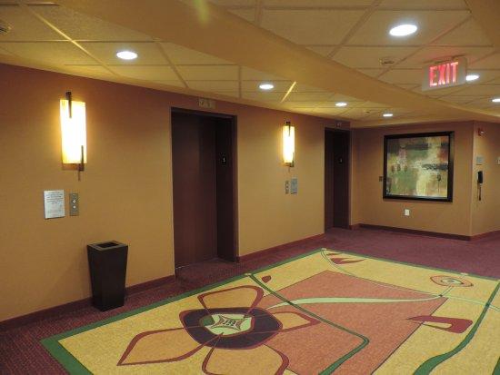 La Vista, NE: Elevator landing