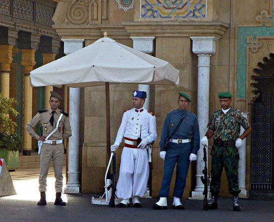 Royal Palace of Rabat : Guardias uniformados