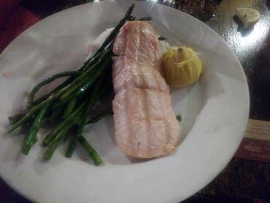 ‪‪Somerset‬, نيو جيرسي: Salmon and asparagus at Stage House‬
