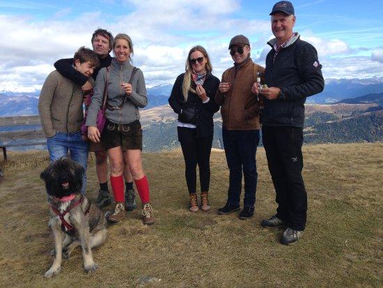 Hotel Rosalpina Dolomites: Auf dem Gabler angekommen und mit einem Schnäpschen von Herbert überrascht worden
