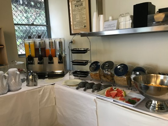 Mariners Court Hotel: All sorts of drinks