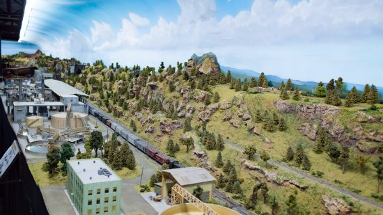 Museo Aéréo Fénix: The huge model railway is extremely detailed!