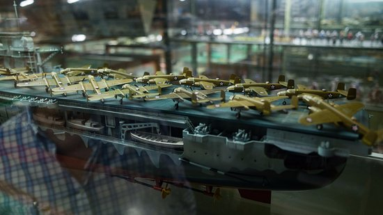 Museo Aéréo Fénix: Detailed model of WW2 era ship