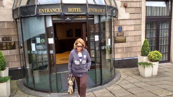Holiday Inn Glasgow City Centre Theatreland: Saindo para passear