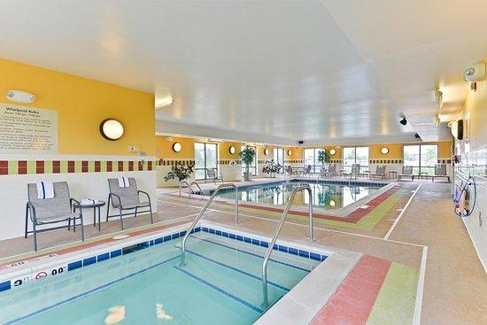 Yorkville, IL: Hotel Hot Tub