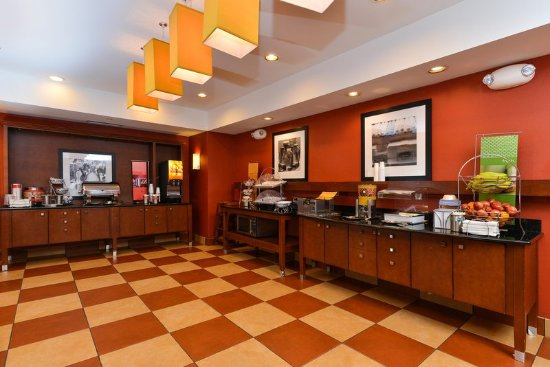 Yorkville, IL: Breakfast Serving Area