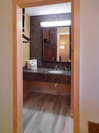 Burnsville, MN: Custom Bathrooms