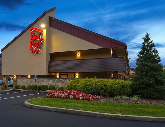 Red Roof Inn Cleveland East - Willoughby: Exterior Night