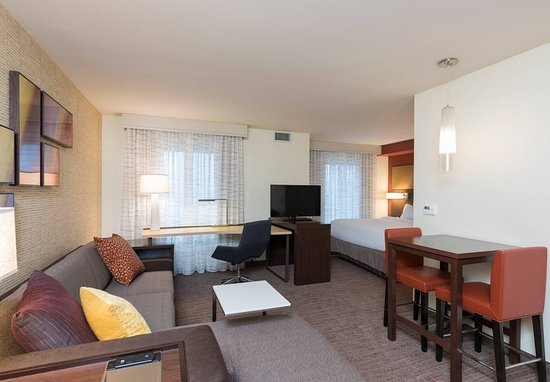 Wauwatosa, WI: Studio Suite - Living Area