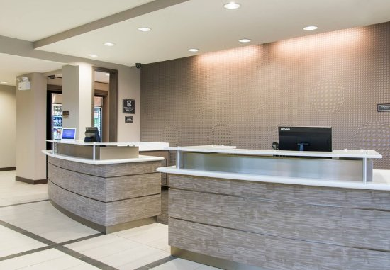 Wauwatosa, WI: Front Desk