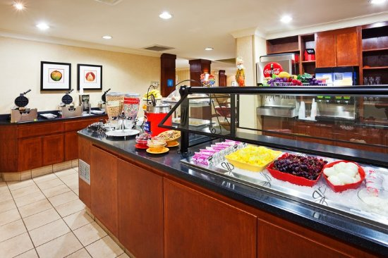 ‪‪Staybridge Suites Chattanooga Downtown‬: Breakfast Bar‬