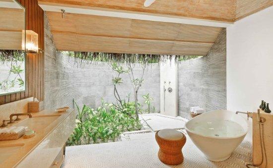 Kanuhura: Beach Pool Villa Bathroom