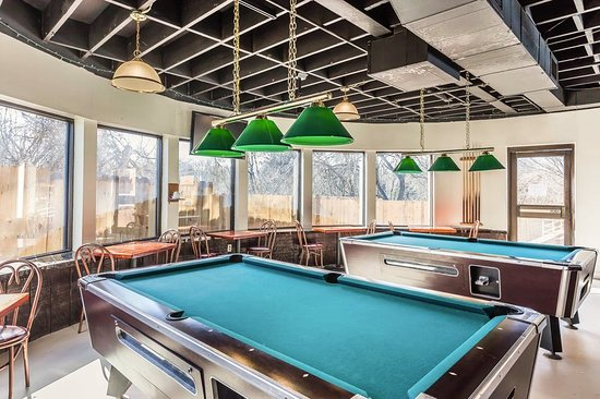 South Boston, VA: Pool Table