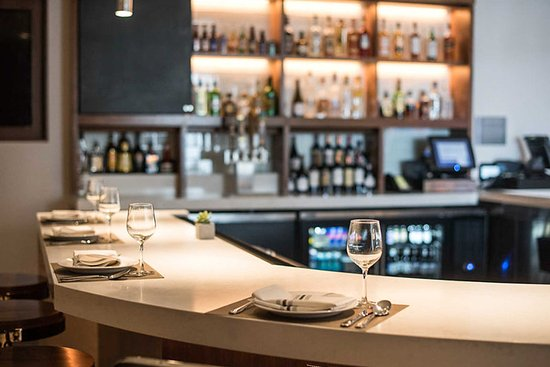 El Segundo, كاليفورنيا: Enjoy sitting at the on-site bar