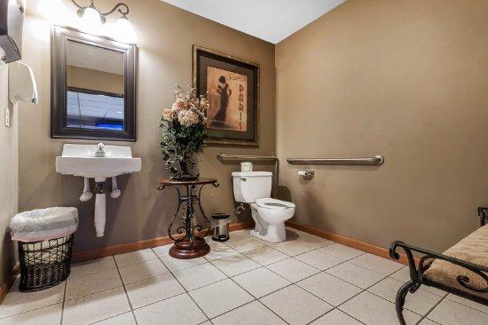 Holdrege, NE: Lobby bathroom