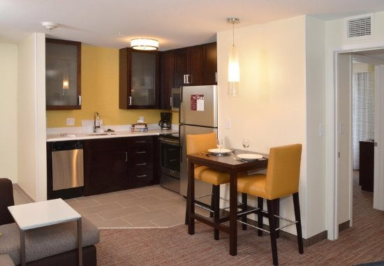 Fairlawn, OH: One-Bedroom Suite Kitchen