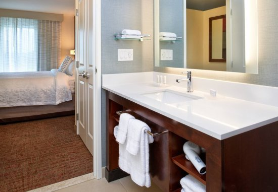 Bolingbrook, IL: Suite - Bathroom