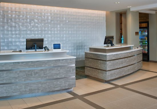 Bolingbrook, IL: Front Desk