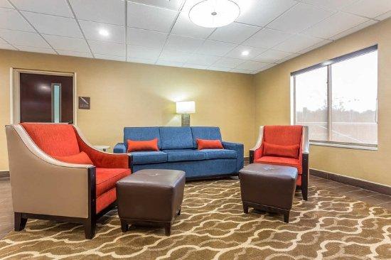 Mocksville, Kuzey Carolina: Spacious lobby with sitting area