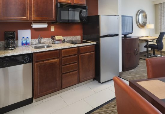 Edina, MN: One-Bedroom Suite - Kitchen