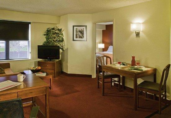 Englewood, CO: One-Bedroom Suite