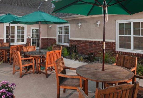 Englewood, CO: Outdoor Patio