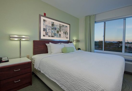 Chandler, AZ: King Suite Sleeping Area