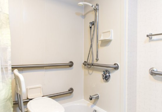 Peoria, إلينوي: Accessible Guest Bathroom