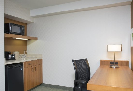 Peoria, إلينوي: Suite Kitchenette and Work Desk
