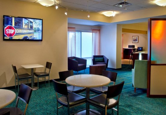 Plymouth Meeting, PA: Lobby Lounge