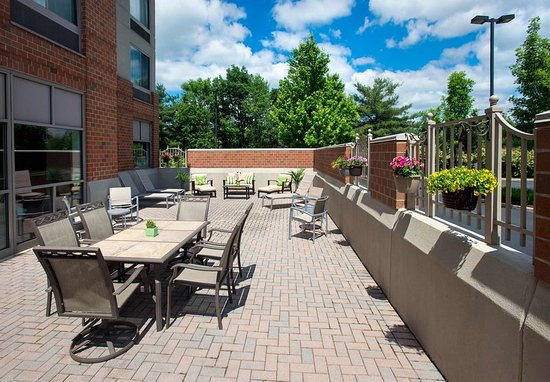 Willow Grove, PA: Outdoor Patio