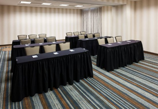 SpringHill Suites Dallas Downtown/West End : Meeting Room – Classroom Setup