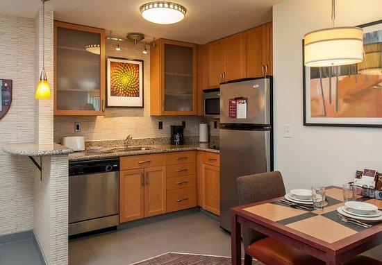 West Greenwich, Rhode Island: Studio Suite - Kitchen