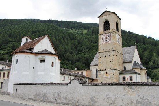 Mustair, Suíça: 修道院の塔