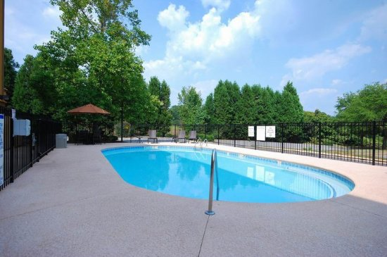 Holiday Inn Express Forsyth: Swimming Pool