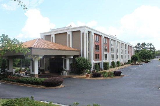 Holiday Inn Express Forsyth: Hotel Exterior