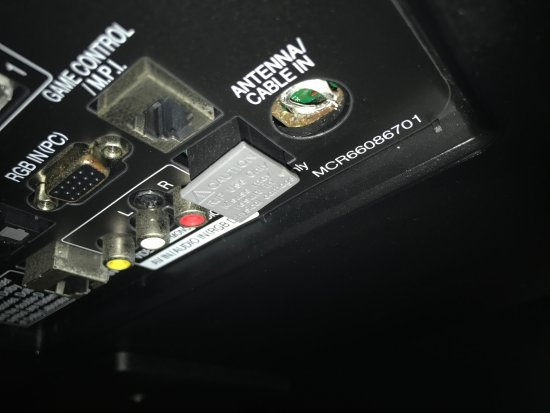Radisson Suite Hotel Oceanfront: TV didn't work- coaxial cable yanked from socket.