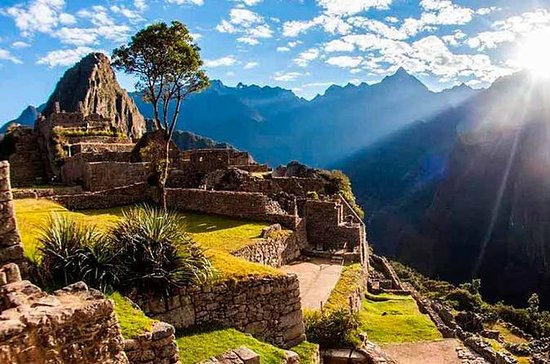Sacred Valley with Machu picchu 2D1N