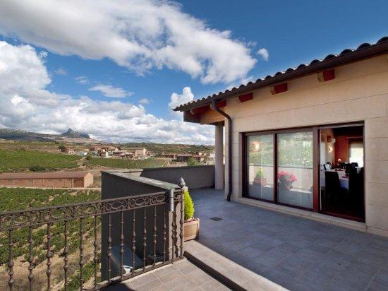 Lanciego, España: Magníficas vistas desde el restaurante rodeado de viñedos