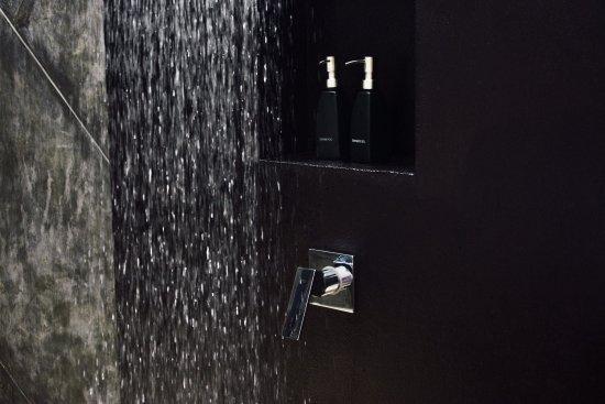 Weligama, Sri Lanka: Shower
