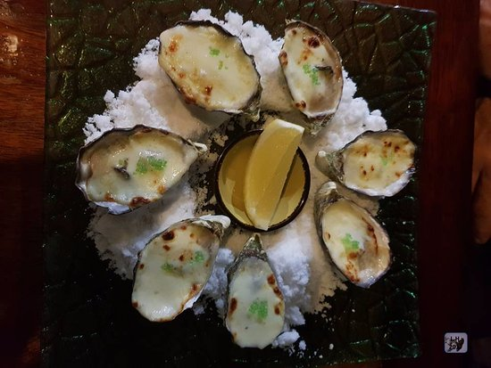 Millers Beach Bar and Grill: Oyster Special - nicely presented - prize $ 19.00