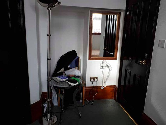 Harefield Manor Hotel: Room 215: the other chair, floor lamp, round table & outward opening bathroom door.