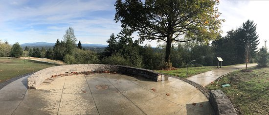 Gresham, Oregón: Small park but great for picnics & to enjoy the views