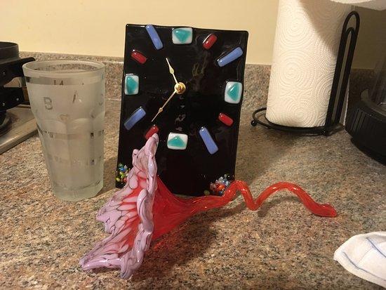 คอร์นนิง, นิวยอร์ก: I ringed the glass w/ tape, put a heart & moon at the ridges and then the words AND BACK. Sandbl