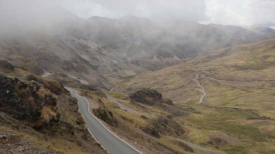 Lares Trek: Road on the way into Lares