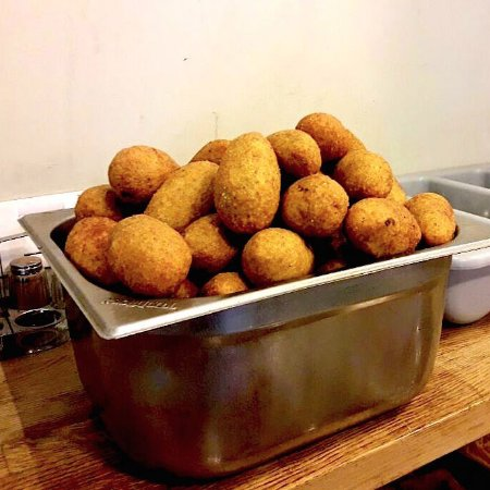 טעמאמא: kibbeh burghul filled with meat 